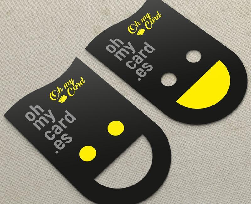 tarjeta con forma de sonrisa